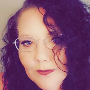Psychic Reader Lady Raven Miller